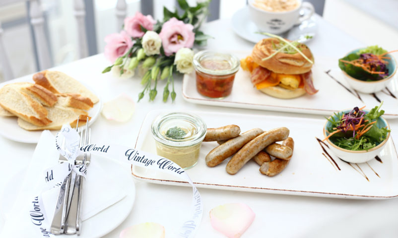 reggeli, étterem, debrecen, brunch, kávézó, magyaros, francia, kolbász, virág, vintage world, virágbolt,