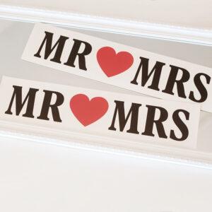 Mr and Mrs esküvői dekoráció