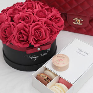 red roses macaron