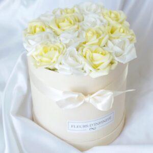 Rózsák Kertje Fehér - vajsárga közepes rózsadoboz